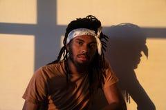 Gouden licht op de mens met bandana royalty-vrije stock foto's