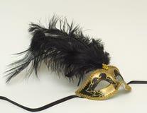 Gouden masker met veren Stock Afbeelding