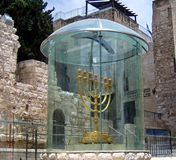 Gouden Menorah in Jeruzalem, Israël Stock Afbeeldingen