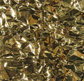 Gouden metaalachtergrond - verfrommelde folie Stock Afbeeldingen