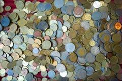 Gouden muntstuk en oud muntstuk Stock Afbeeldingen