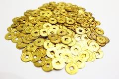 Gouden muntstukken als achtergrond stock foto