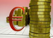 Gouden muntstukken en rood euro symbool Royalty-vrije Stock Foto