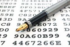 A gouden-nibbed pen en codeerde gegevens Royalty-vrije Stock Afbeelding