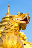 Gouden nieuwe leeuw in Wat Phra That Sri Jomthong in Chiangmai Royalty-vrije Stock Afbeelding