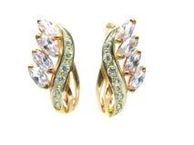 Gouden oorringen met glanzende kristallen Stock Afbeelding