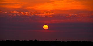 Gouden Oranje kustzonsopgang cloudscape stock foto
