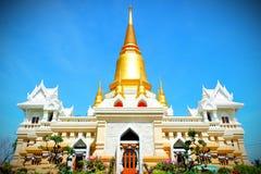 Gouden pagode in de tempel stock foto's