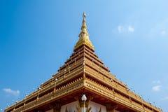 Gouden pagode en blauwe hemel Royalty-vrije Stock Foto's