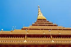 Gouden pagode en blauwe hemel Royalty-vrije Stock Afbeeldingen