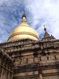 Gouden pagode, tempel in bagan, Birma, mooie tempel met de blauwe hemel Stock Foto
