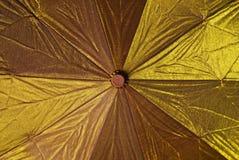 Gouden paraplu Royalty-vrije Stock Foto's