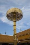 Gouden paraplu in Lanna-tempel royalty-vrije stock fotografie