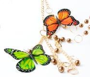 Gouden parels met vlinder Stock Afbeeldingen