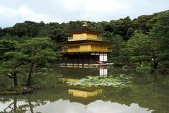 Gouden paviljoen stock afbeelding