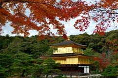 Gouden paviljoen in atumn Royalty-vrije Stock Fotografie