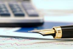 Gouden pen Royalty-vrije Stock Afbeeldingen