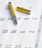 Gouden Pen op Kalender Royalty-vrije Stock Afbeelding