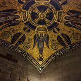 Gouden Plafondarchitectuur Stock Fotografie