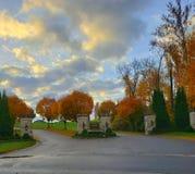 Gouden poort die naar huis leiden royalty-vrije stock foto's