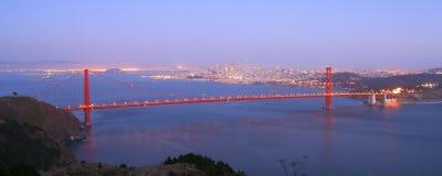 Golden gate bridge bij dageraad royalty-vrije stock afbeeldingen