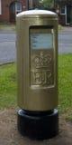 Gouden Postbox Stock Afbeeldingen