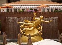 Gouden Prometheus standbeeld Royalty-vrije Stock Afbeelding