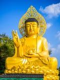 Gouden Reuzeboedha, het Hoofdstandbeeld van Boedha bij Sanbanggulsa-Tempel, Sa Stock Afbeelding