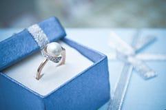 Gouden Ring in de doos Royalty-vrije Stock Foto