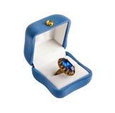 Gouden ring die op de witte achtergrond wordt geïsoleerdl Royalty-vrije Stock Afbeeldingen
