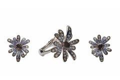 Gouden ring en oorringen Royalty-vrije Stock Foto's