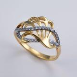 Gouden ring met brilliants royalty-vrije stock fotografie