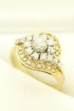 Gouden Ring met Diamantenjuwelen Royalty-vrije Stock Afbeeldingen
