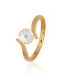 Gouden ring met parel stock afbeelding