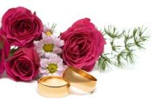 Gouden ringen met bloem Royalty-vrije Stock Afbeelding