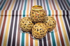 Gouden ringen op de bal Royalty-vrije Stock Afbeelding