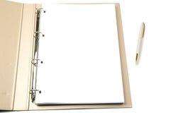 Gouden ringsbindmiddel en pen Stock Afbeelding