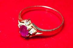 Gouden Robijnrode ring Stock Afbeeldingen