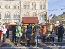 Gouden samovar bij het eerlijke Rode Vierkant Stock Foto's