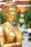 Gouden sawasdee van het demonstandbeeld, Thailand stock foto's