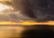 Gouden schip in het onweer stock foto's