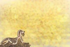 Gouden sfinx oud Egypte met gouden shinig bokeh achtergrond stock illustratie