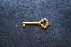 Gouden sleutel Stock Foto's