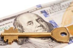 Gouden sleutel op honderd dollarsrekening Stock Foto