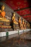 Gouden Standbeeld van Boedha Stock Afbeeldingen