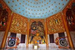 Gouden standbeeld van Boedha in Thailand. Stock Foto
