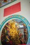 Gouden standbeeld van Guan Yin met 1000 handen Guanyin of Guan Yin i Stock Afbeelding
