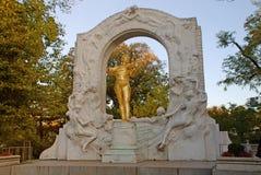 Gouden standbeeld van Johann Strauss, Wenen, Oostenrijk royalty-vrije stock afbeeldingen