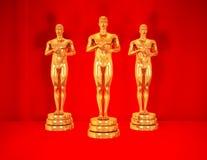Gouden standbeelden op rood. Royalty-vrije Stock Fotografie