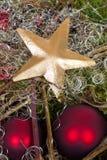 Gouden ster met rode ballen Royalty-vrije Stock Afbeelding